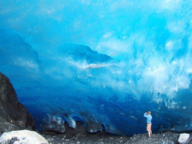 glacial-caves1